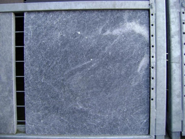 Aanbieding Natuursteen Tuintegels.Aanbieding Noble Blue Turks Marmer Zwart Wit Geaderd 60x60x3cm Op Op